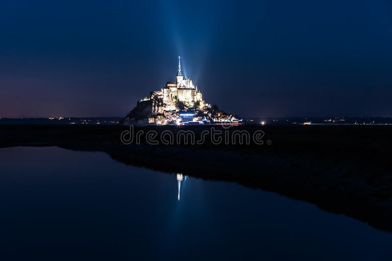 Saint Michel di Mont alla notte immagine stock libera da diritti