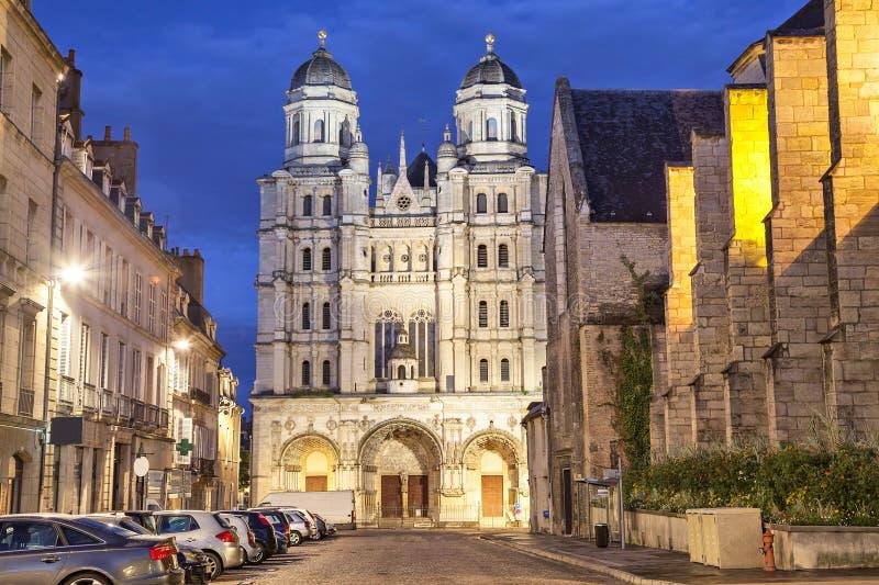 Saint-Michelkyrka i Dijon royaltyfria foton
