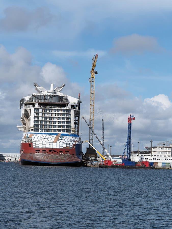 SAINT NAZAIRE, FRANKRIJK, 16 MAART, 2018, de cruiseschip van de Beroemdheidsrand stock foto
