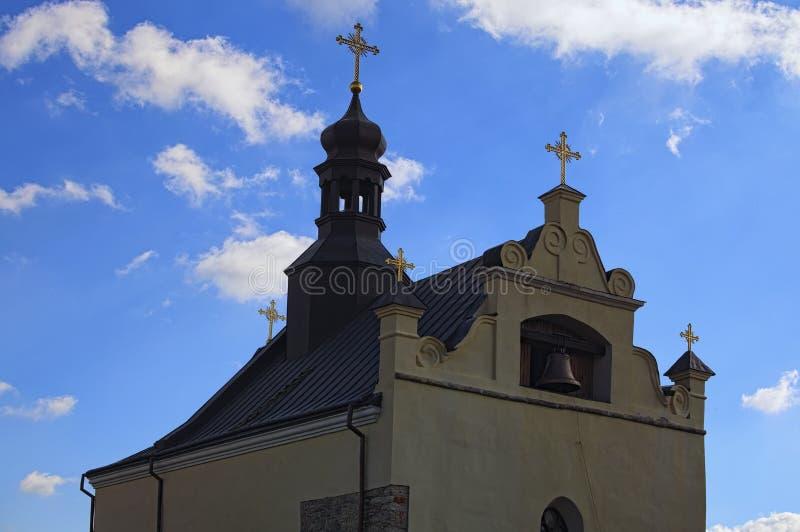 Saint Nicholas Church contra o céu azul com nuvens brancas Fortaleza construída como um baluarte contra a expansão do otomano nos imagens de stock royalty free