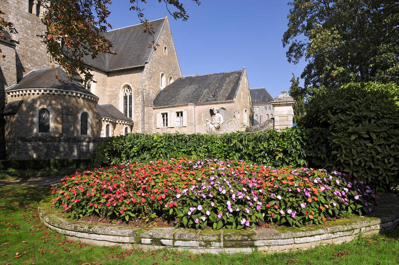 Saint Peter da abadia em Solesmes em france foto de stock royalty free