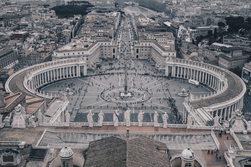 Saint Peter Square de Vatican comme vu d'en haut, v noir et blanc photo stock