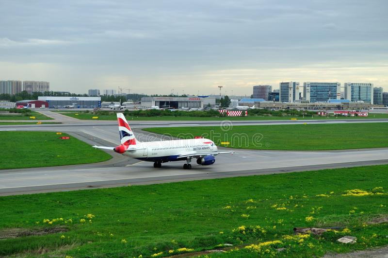 G-EUUZ British Airways Airbus A320-232 airplane prepares for take-off from the runway stock photo