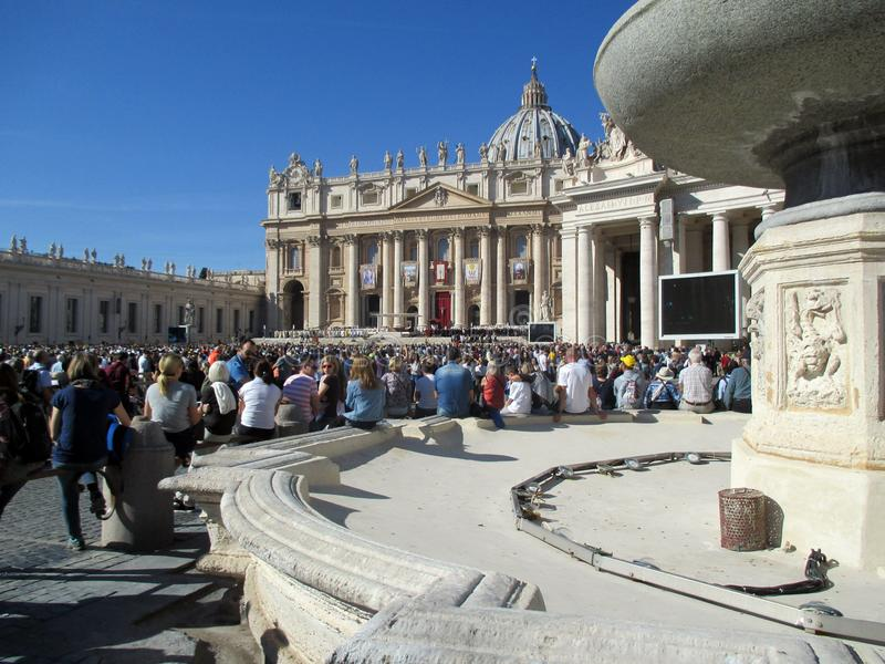 Saint quadrado Peter Mass Pope Francis Roma Itália do Vaticano imagens de stock