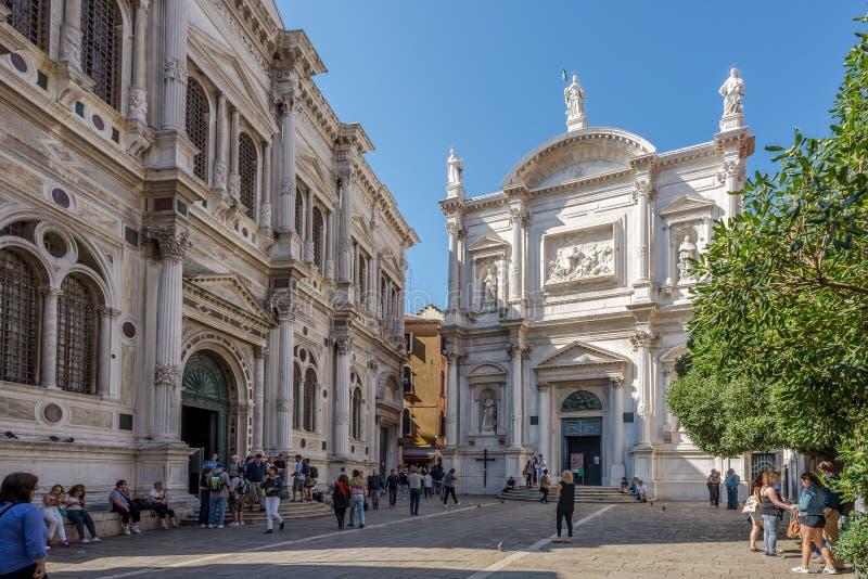 Saint Roch da igreja com prédio da escola imagem de stock royalty free