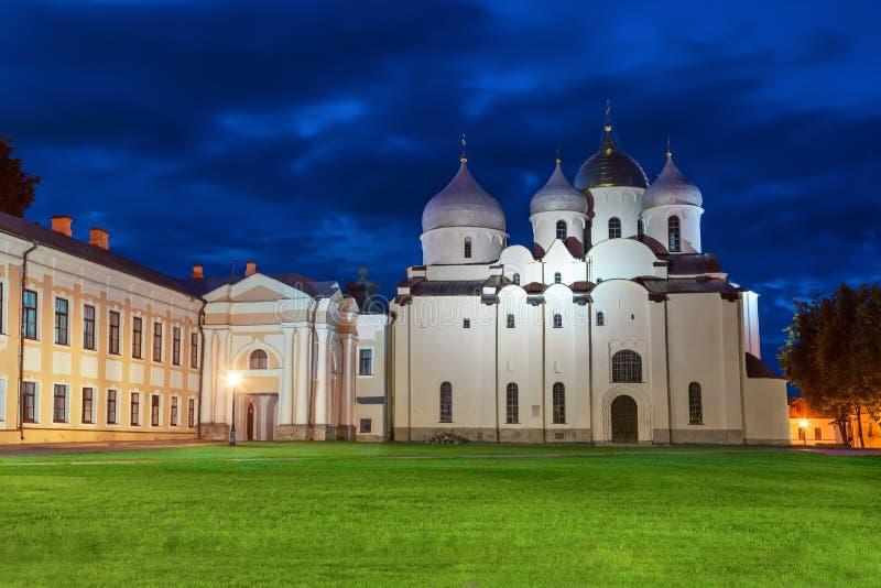Saint Sophia Cathedral na noite, Novgorod Veliky imagens de stock