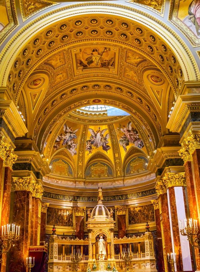 Saint Stephens Cathedral Budapest Hungary de voûte de basilique d'autel photo libre de droits
