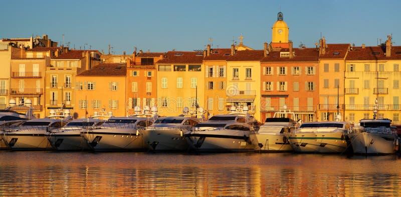 Saint Tropez i aftonljuset arkivfoto