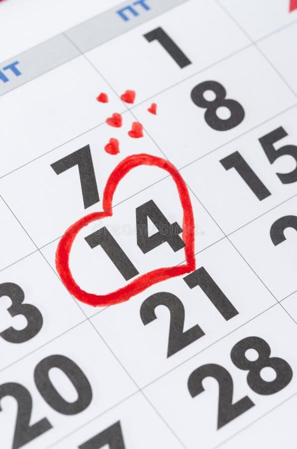 Saint-Valentin sur le calendrier photos stock