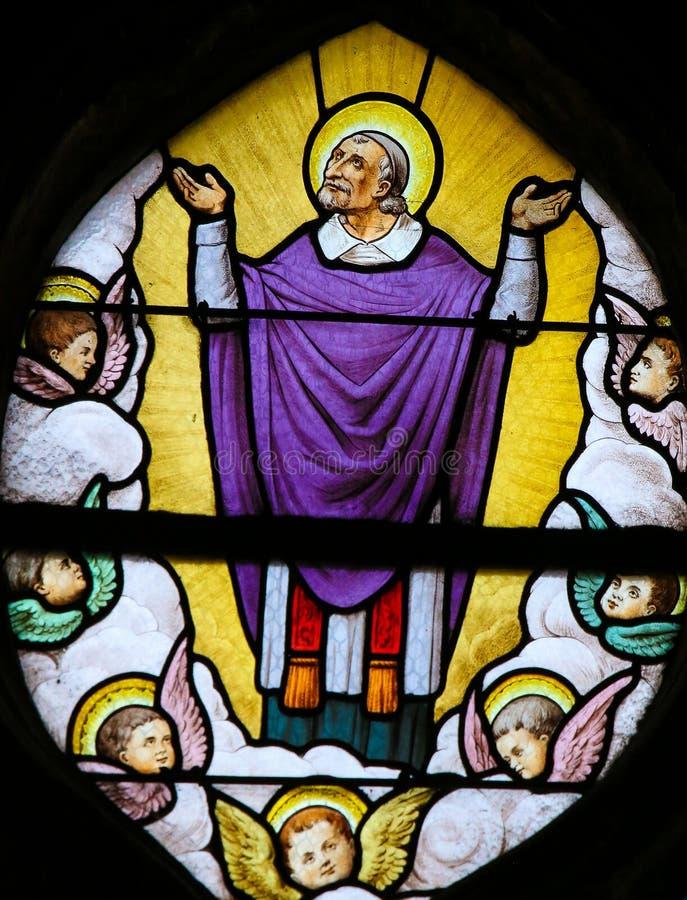 Saint Vincent de Paul sur un verre souillé à Paris photographie stock libre de droits