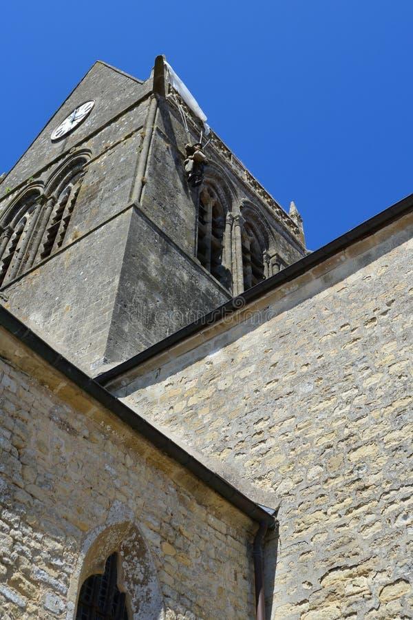 Sainte-Mère-à ‰ glise var den första byn i Normandie befriade vid Förenta staternaarmén på dag D, Juni 6, 1944 royaltyfri bild