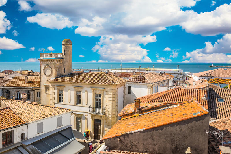 Saintes-Maries-de-la-Mer pittoresco della città fotografia stock