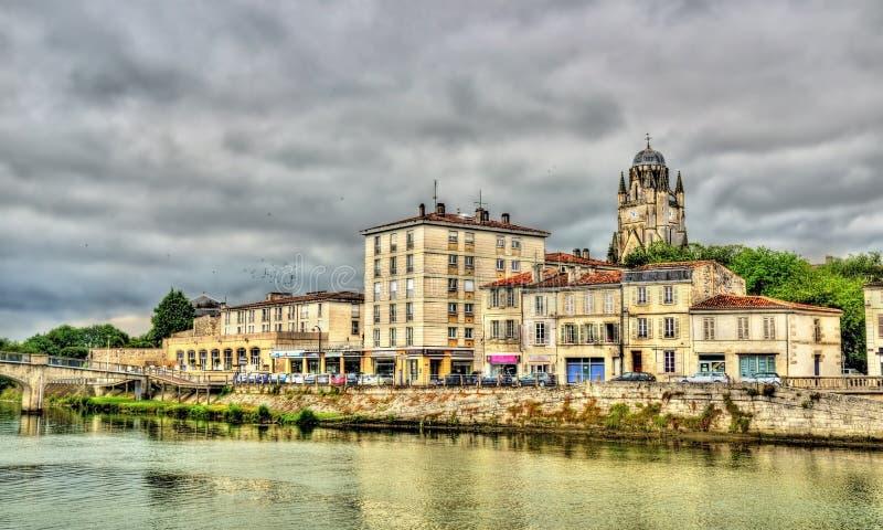 Saintes, una città sulle banche del fiume della Charente immagine stock libera da diritti