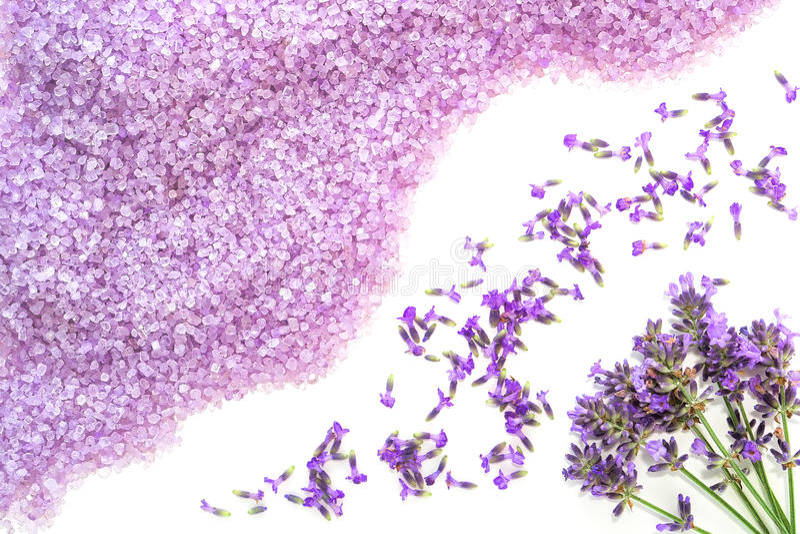 Sais de banho e flores da alfazema imagens de stock royalty free