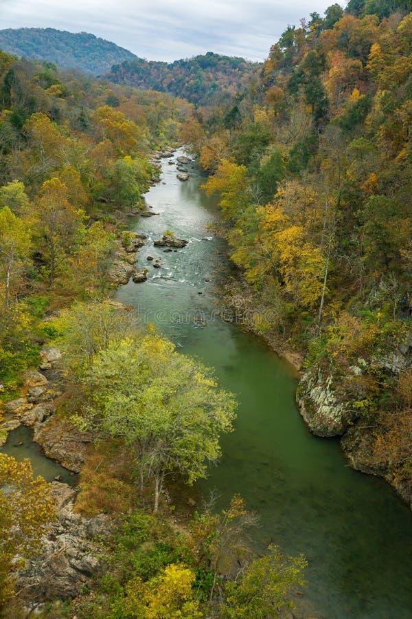 Saison d'automne Vue sur les gorges de la rivière Roanoke photos libres de droits