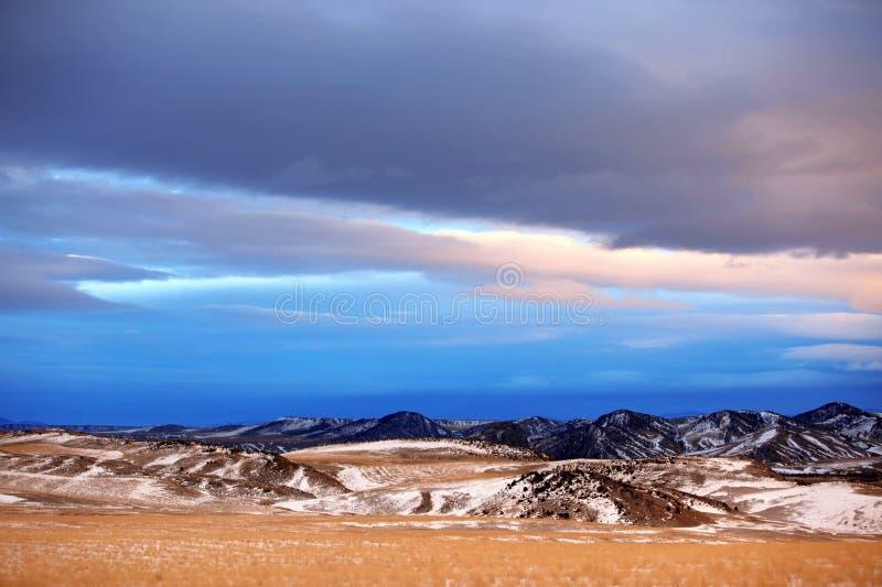 Saison de l'hiver dans la région rurale du Montana image stock