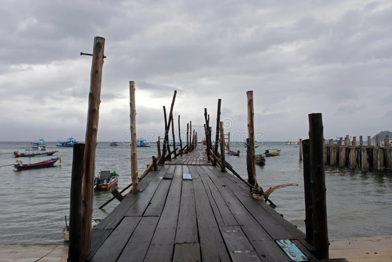 Saison des pluies à la plage photos stock