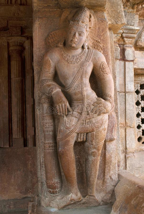 Saiva-dvara-Pala op de rechterkantpijler, Oostelijke ingang, Virupaksha-Tempel, Pattadakal-complexe tempel, Pattadakal, Karnataka stock afbeelding