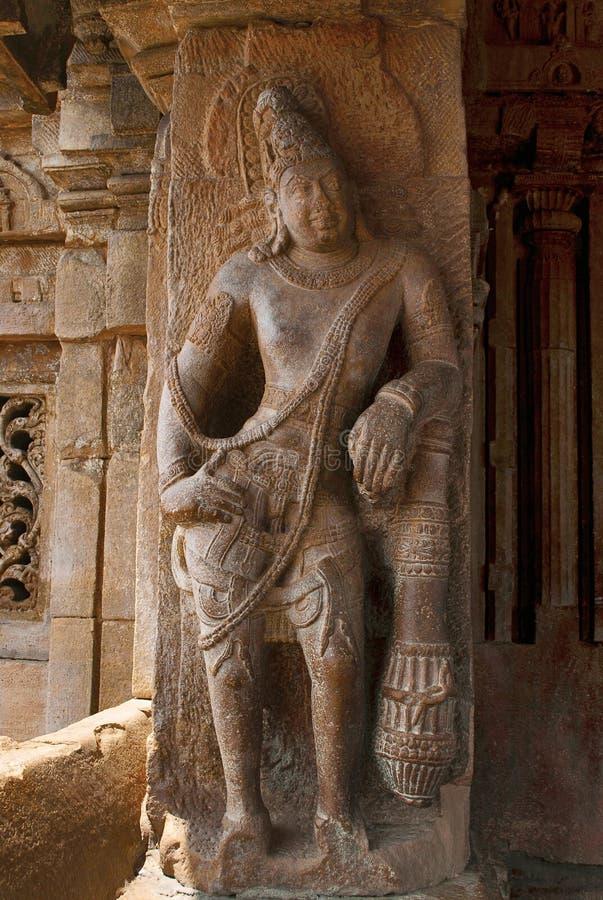 Saiva-dvara-pala på vänster sidapelaren, östlig ingång, Virupaksha tempel, Pattadakal tempelkomplex, Pattadakal, Karnataka arkivbilder