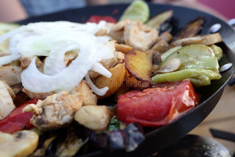 Saj kebabmaträtt fotografering för bildbyråer
