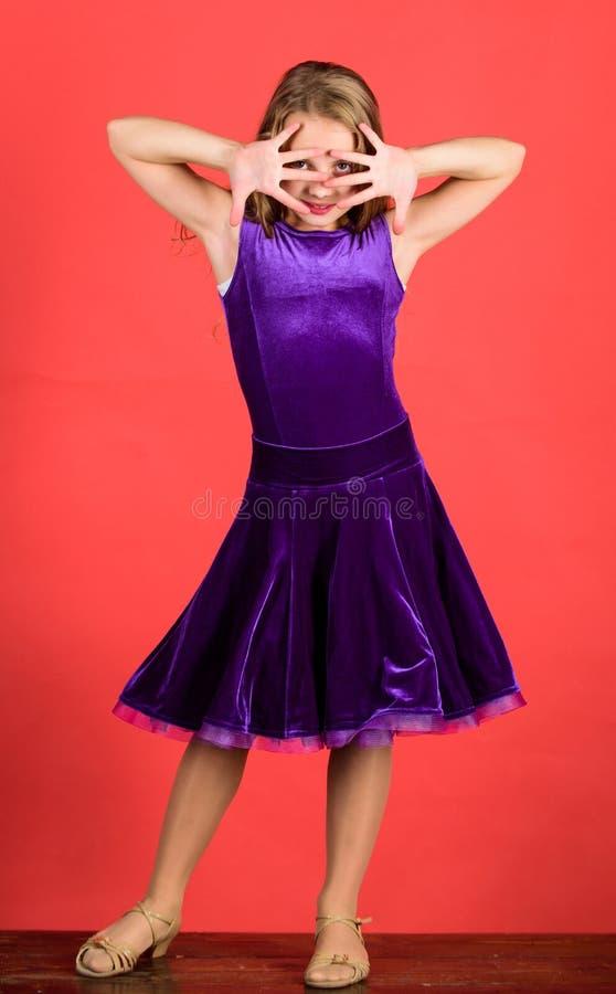 Saker som du behöver, vet om frisyr för balsaldans Frisyr för dansare Hur man gör fin frisyren för unge _ royaltyfri fotografi