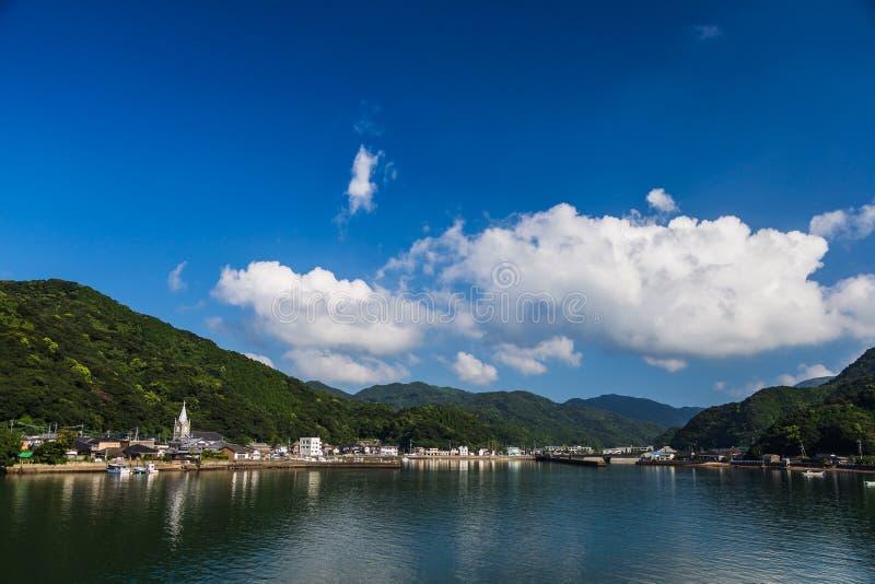 Sakitsu niebieskie niebo w Amakusa i kościół, Kyushu, Japonia zdjęcia stock