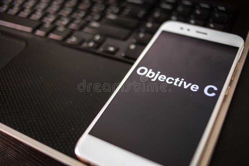 Sakligt programmera språk för C för mobil utveckling, begrepp Smartphone arkivbilder