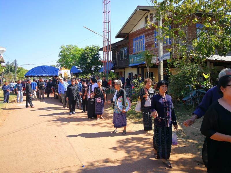 Sakon Nakhon Tailandia rituales budistas de marzo de 2019 relacionados con las muertes f?nebres en Tailandia rural imagen de archivo