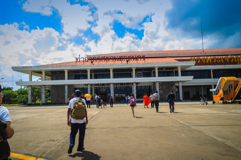 Sakon Nakhon Thailand - Augusti 2, 2017: Når att ha landat passerandet arkivfoton