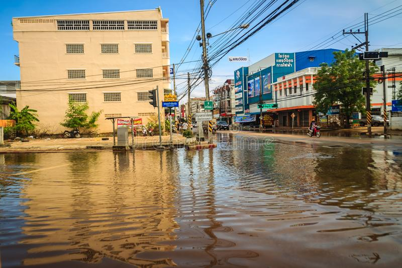 Sakon Nakhon Thailand - Augusti 4, 2017: Svårighetstransportati royaltyfri foto