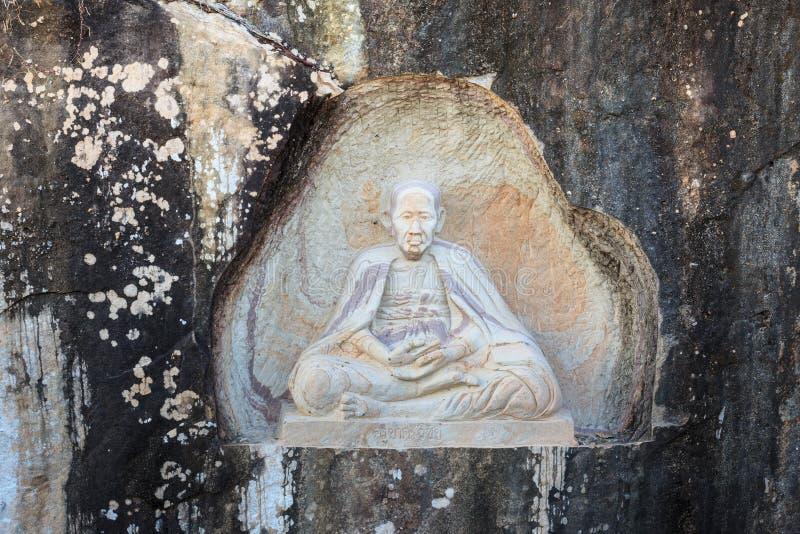 SAKONNAKHON THAILAND - NOVEMBER 28: Famausmunken namnger Khru royaltyfri bild