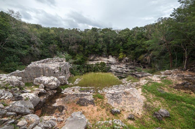 Sakrala Cenote Chichen Itza, Yucatan halvö, Mexico royaltyfria foton