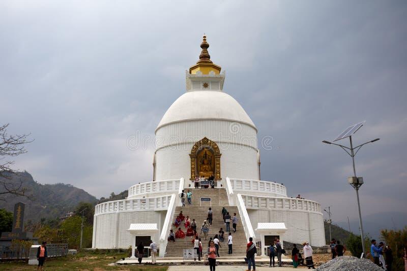 Sakrala ställen i himalayasna Bilder för Buddhaklosterart av staden av Pokhara Nepal fotografering för bildbyråer