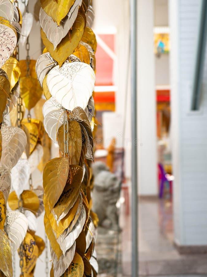 Sakralt träd Bodhi för guld- och silverblad för den Hindus buddisten royaltyfri foto