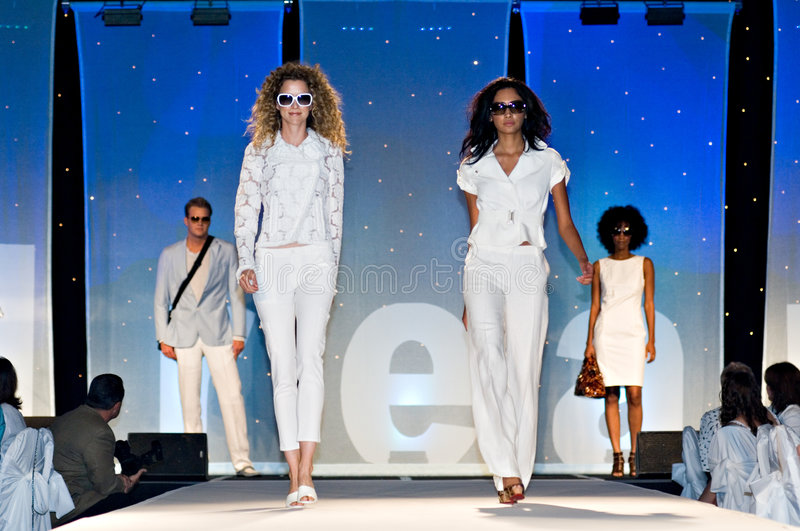 Saks Fifth Avenue Fashion Show. PHOENIX, AZ - MARCH 15: Models walk the runway at the annual Saks Fifth Avenue Xavier Prep Fashion Show on March 15, 2009 in stock images