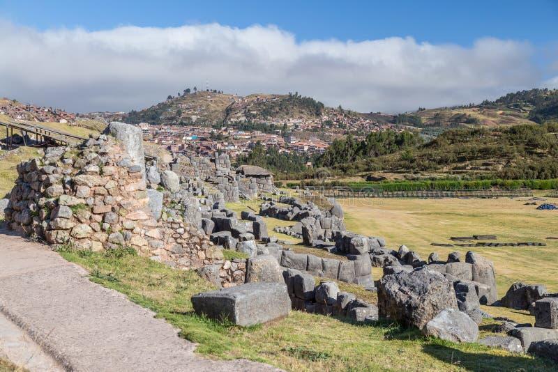 Saksaywaman, Saqsaywaman, Sasawaman, Saksawaman, Sacsahuayman, Sasaywaman eller Saksaq Waman citadellfästning i Cusco, Peru royaltyfria foton