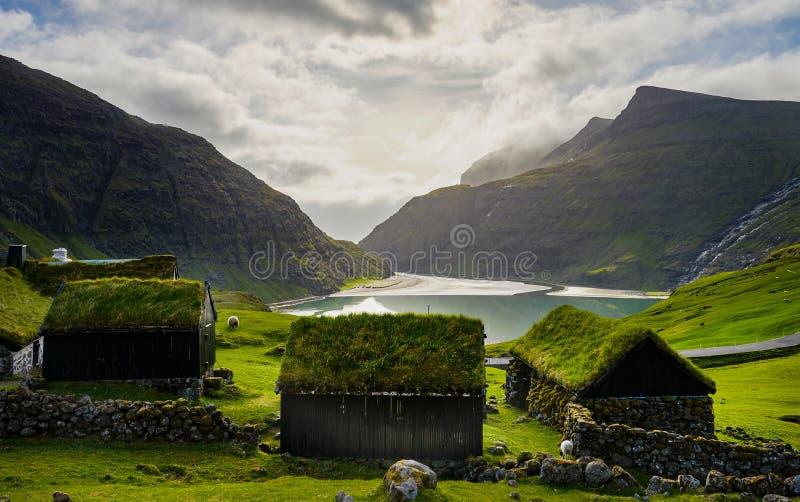 Saksun uprawia ziemię wioskę, Faroe wyspy zdjęcia royalty free