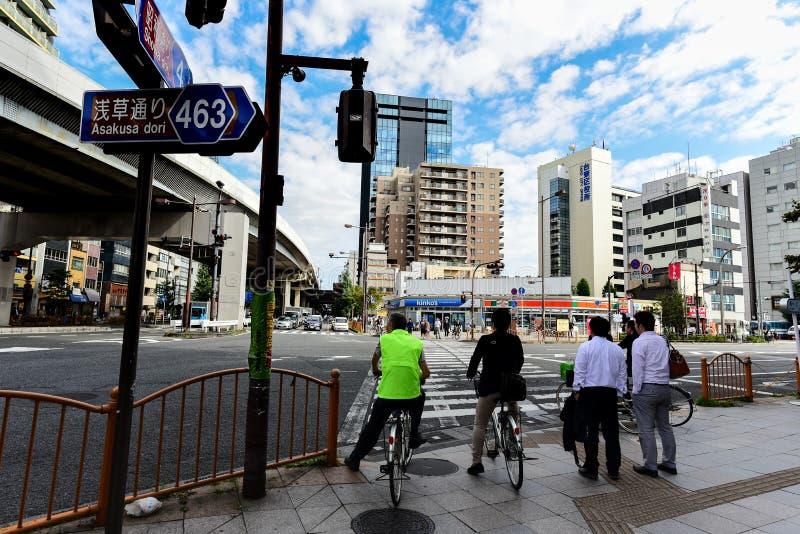 SAKUSA TOKIO, JAPONIA - 07 2016 OCT: - Japoński Zaludnia zdjęcia stock
