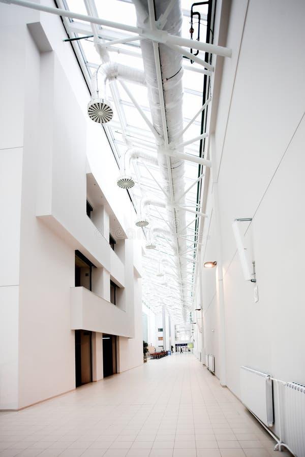 Salão branco do centro do escritório foto de stock royalty free