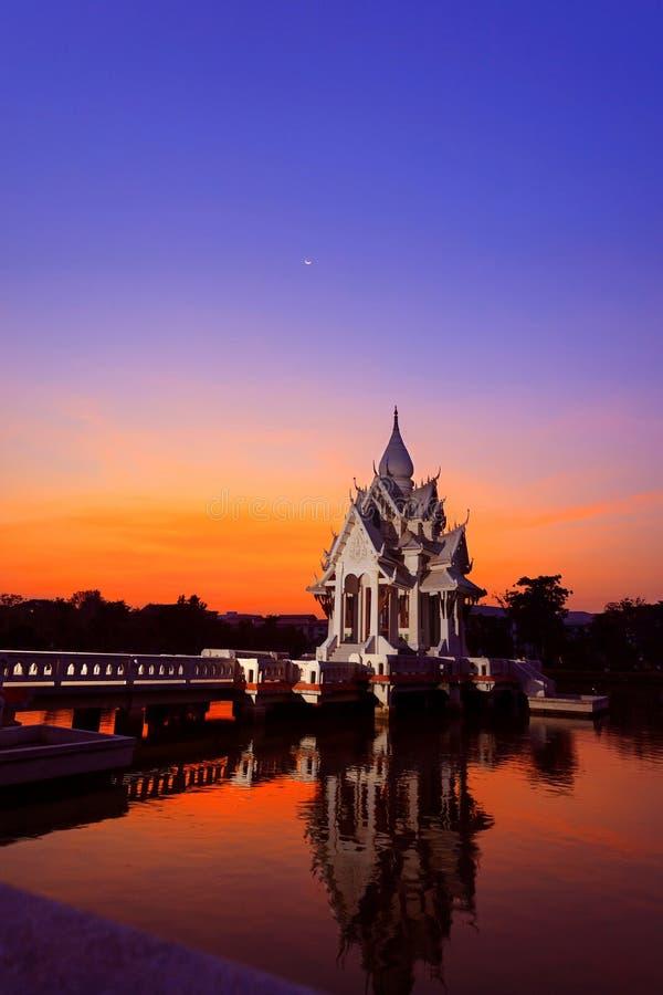 Salão da imagem da Buda imagem de stock royalty free