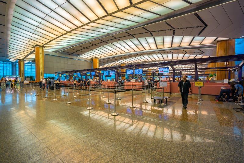 Salão da partida no aeroporto de Changi com zona do registro fotografia de stock royalty free