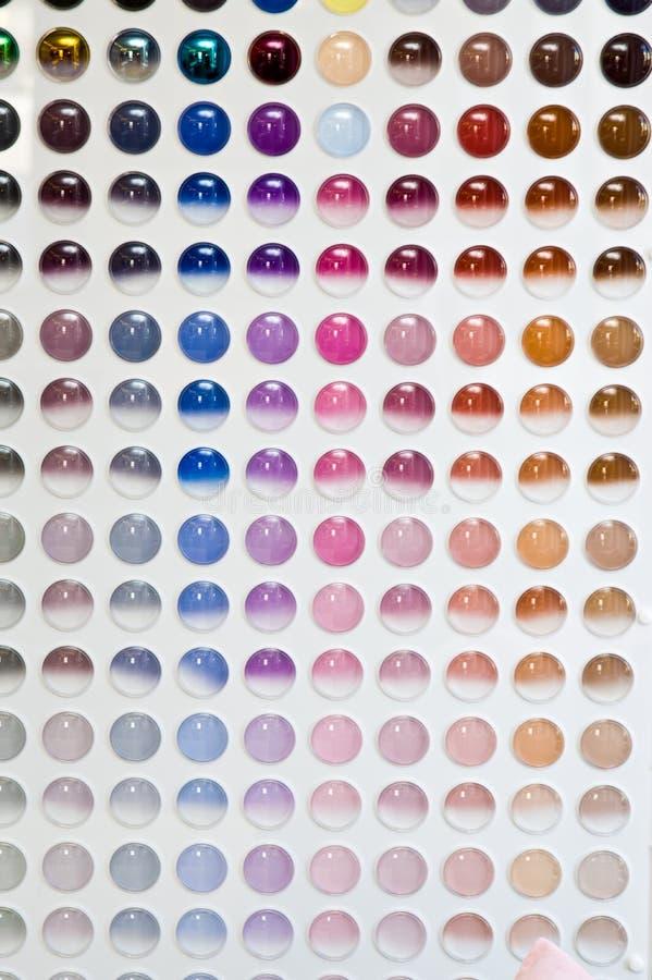Salão de beleza do ótico, exposição varejo com escolha das lentes dos monóculos de Seiko imagem de stock royalty free