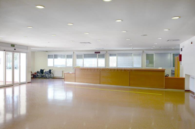 Salão de entrada do centro de saúde Detalhe do interior do hospital ninguém imagem de stock royalty free