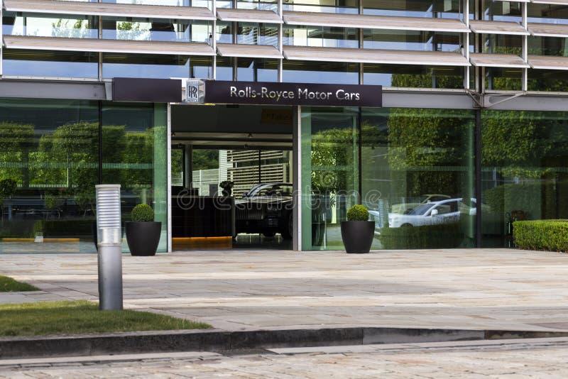Salão de entrada dos carros de motor de Rolls royce na fábrica do carro de Goodwood foto de stock royalty free