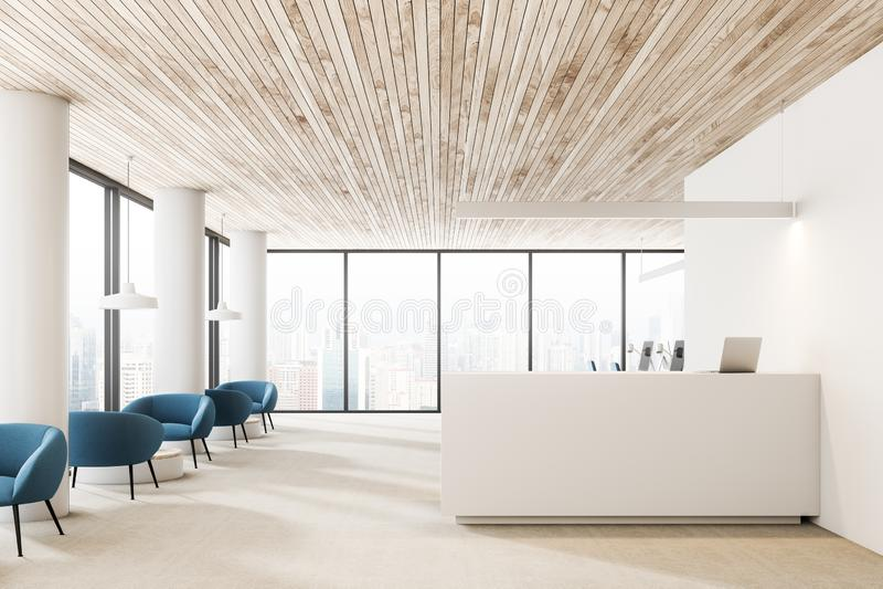 Salão de madeira da recepção do escritório do teto, poltronas fotos de stock royalty free