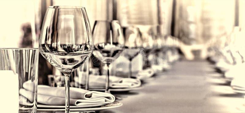 Salão do banquete no restaurante Conceito: Servir Casamento do aniversário da celebração foto de stock