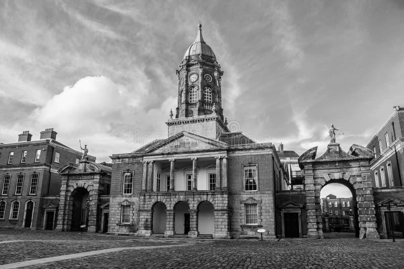 Salão do castelo de Dublin na noite foto de stock
