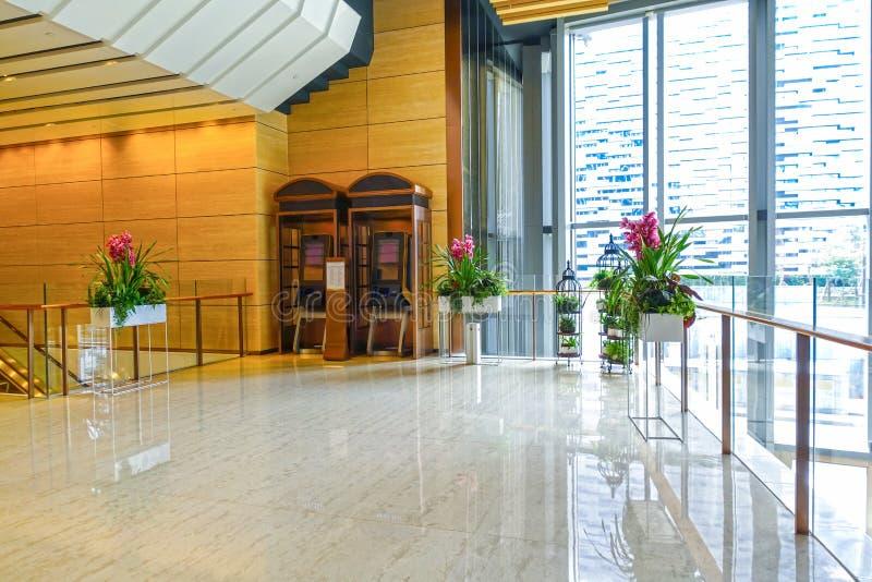 Salão do hotel do corredor da entrada do hotel de luxo na construção moderna foto de stock