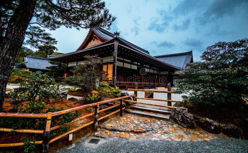 Salão do templo velho para atividades religiosas japão fotografia de stock