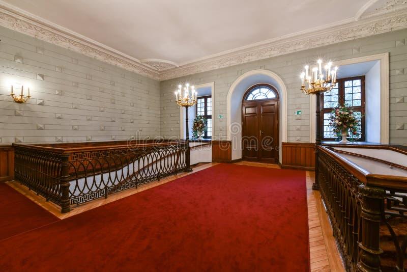 Salão e escadaria imagem de stock